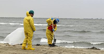 Texas Bay-Oil Spill_Rich copy.jpg
