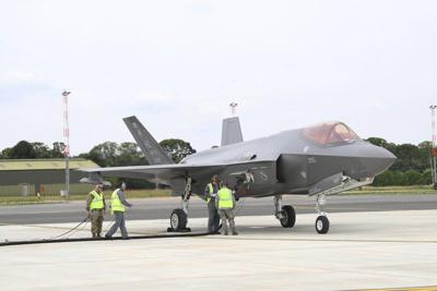 U S , RAF perform first joint F-35A hot pit refueling training