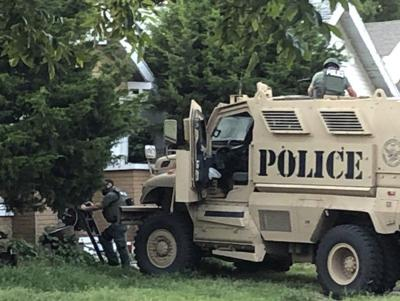 Man arrested following South Lincoln standoff