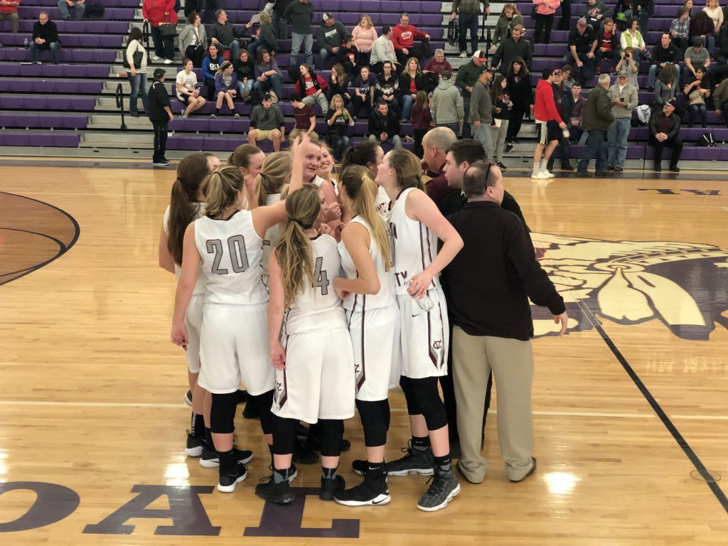 Lady Vikings survive Fairfield Union to advance to Districts