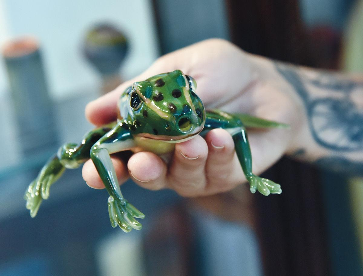Frog glass pipe