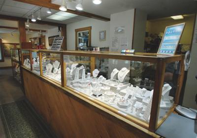 4393 Best jewelry store: Stowe Gems