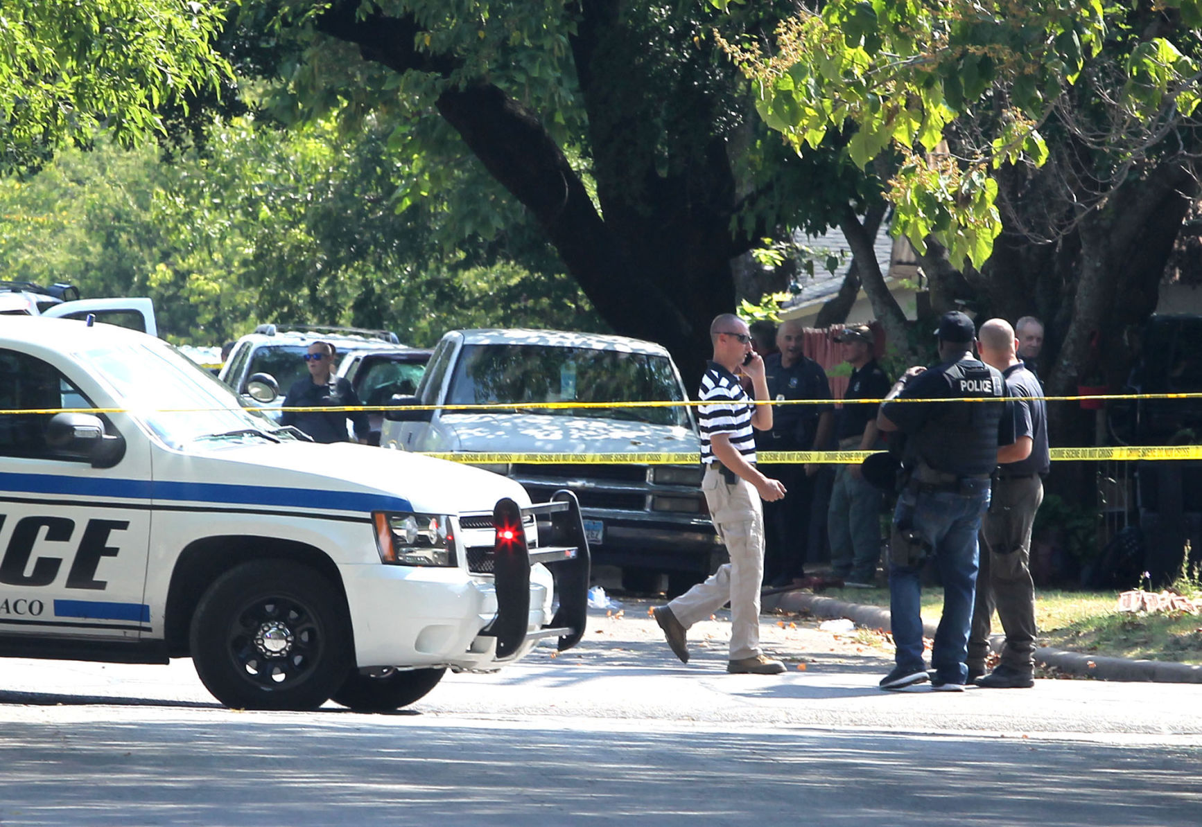 Suspect dead, officer severely injured after serving search warrant in Waco