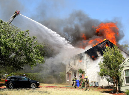 Fire wrecks Waco house, displaces 3 families   Crime