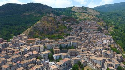 These pretty Italian villages want to pay you $33,000 to move in