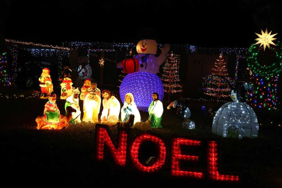 lowest price ae2f2 ad0e3 Lights, cameras, Christmas: Holiday displays catch local ...