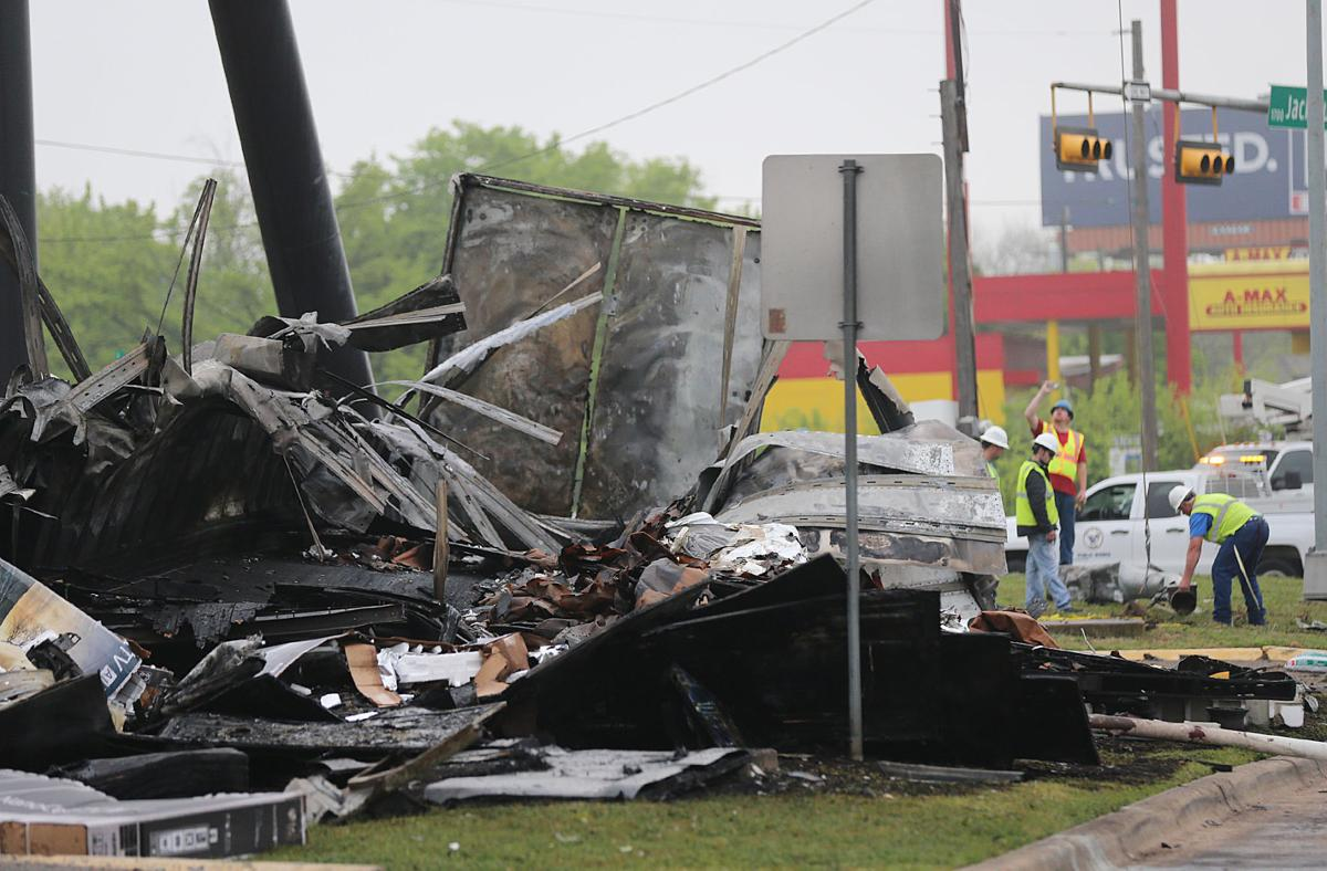 Driver killed in fiery 18-wheeler crash along I-35 in Waco