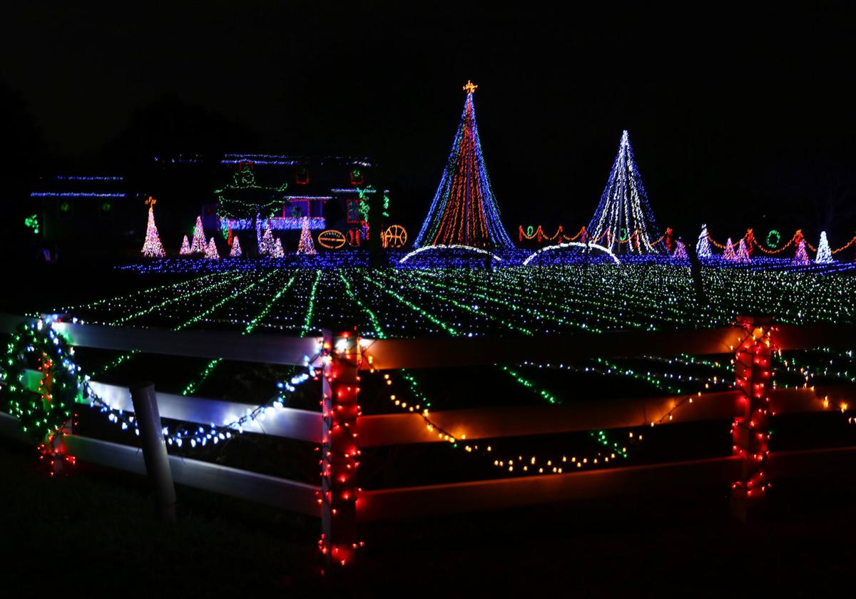 Christmas Lights In Waco Tx 2020 Christmas lights shine bright, move to music at local couple's