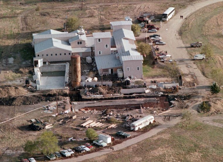 a religious analysis of the branch davidians and david koresh / religion davis koresh years until they returned to waco in 1987 with plans of killing george roden so daivid could regain the power of the branch davidians david along with 7 of his followers opened fire on roden but did not succeed in killing him.
