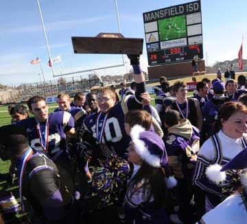Mart Panthers roar to 5th state football title with 28-7 victory over Goldthwaite