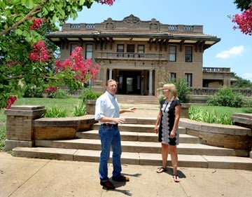 Couple to turn old mansion into reception hall, lodging