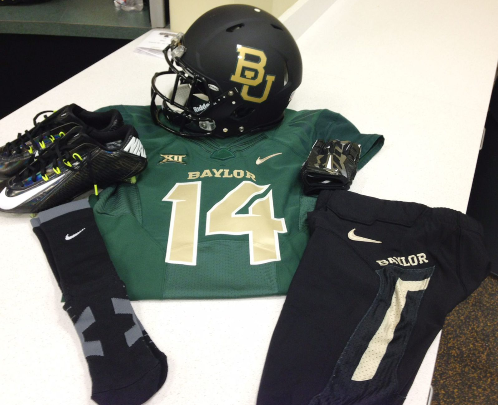 newest collection d85f9 8b35b Baylor's endless variety of uniforms has given football ...