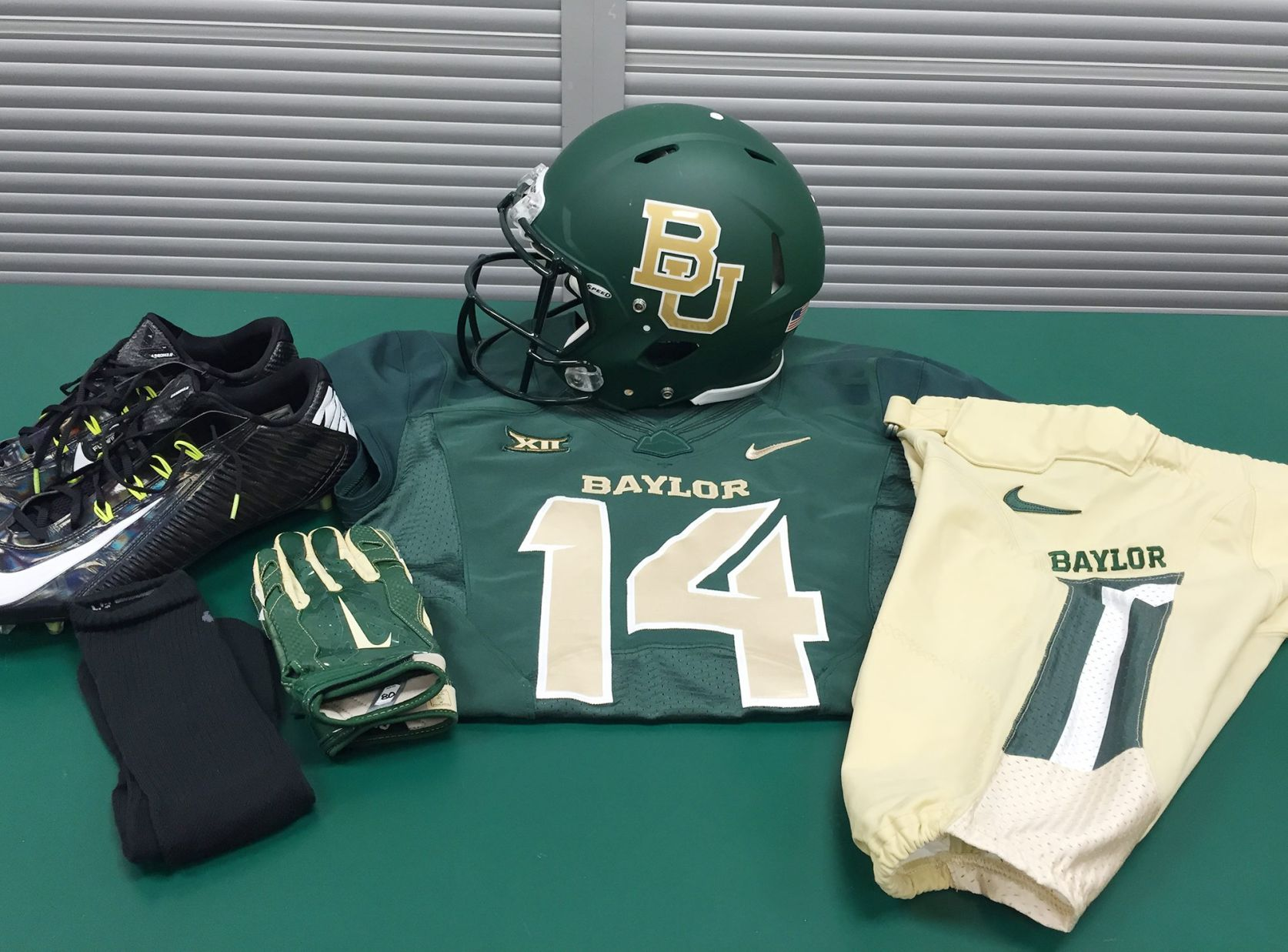 Baylor s endless variety of uniforms has given football program an ... 96dff09e5