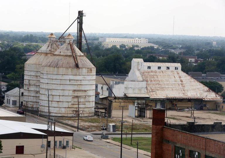 Operation Fixer Upper: HGTV 'Fixer Upper' Stars Planning Move To Downtown Waco