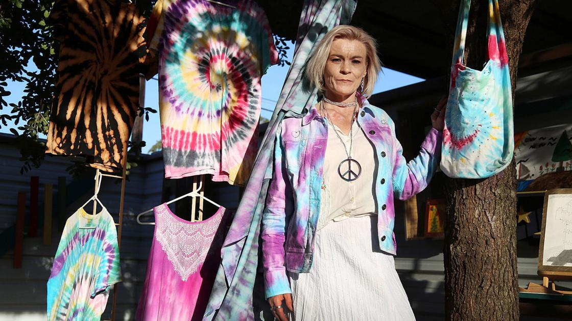 Colors of hope: Tie-dying art helps put once homeless Waco woman on new path