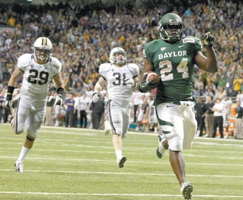 Baylor survives wild shootout to earn 1st bowl win since 1992, 67-56