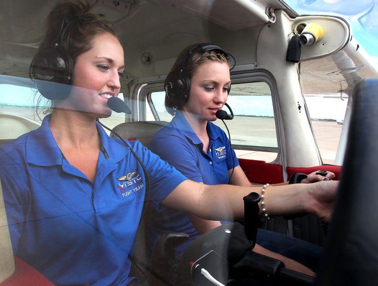 WOMEN PILOTS1