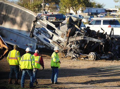 Semi wreck kills 1, closes I-35 for nearly 10 hours | Police