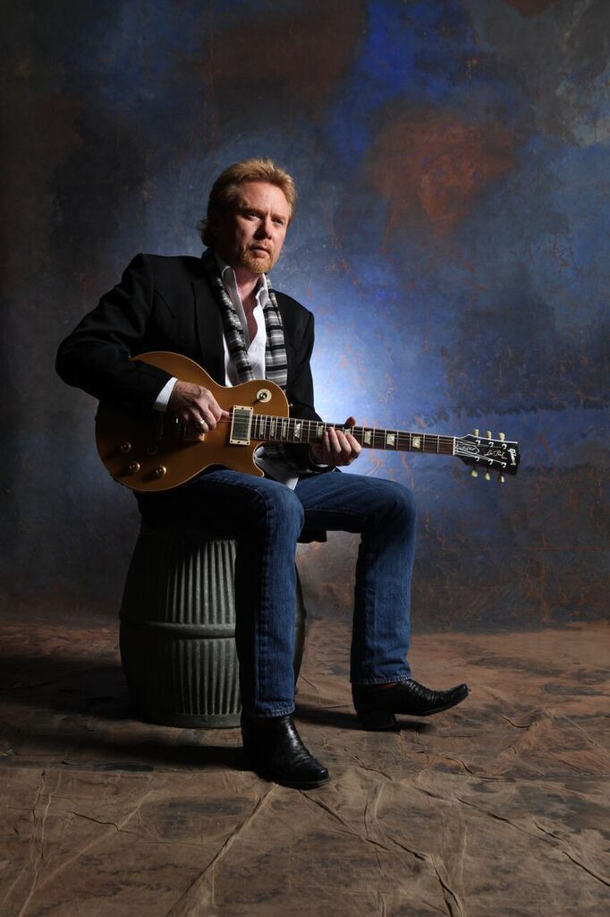 Lee Roy Parnell - seated