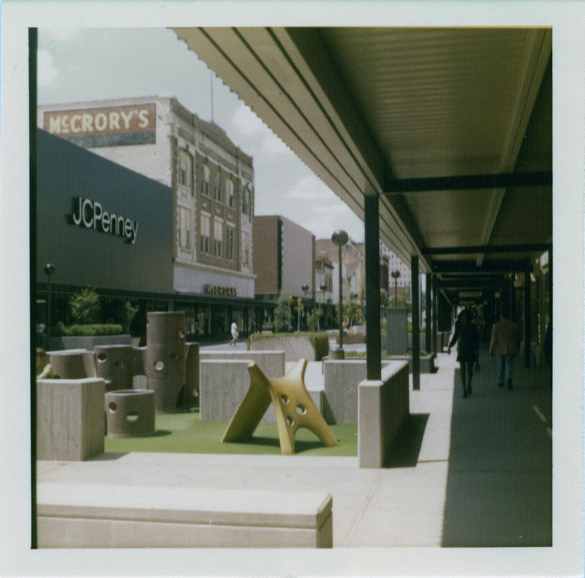 Austin Ave mall