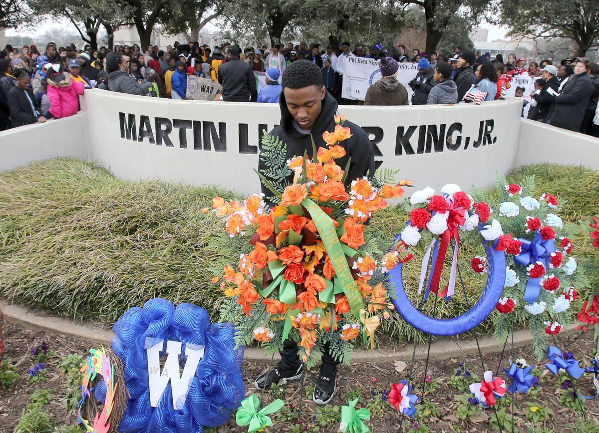Hundreds mark Martin Luther King Jr  Day with community service