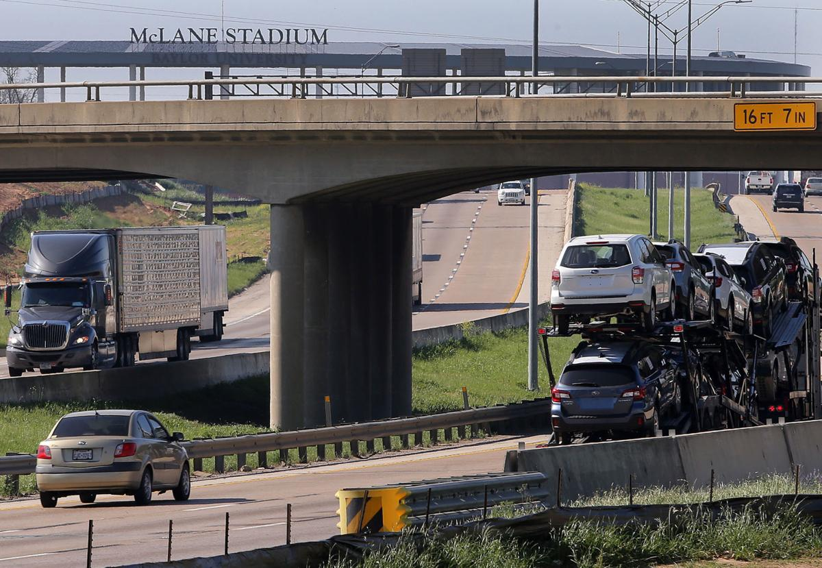 Traffic delays expected as I-35 bridge is razed this weekend | Roads