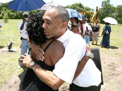 Family and friends remember Waco singer Tony Thompson at headstone ceremony