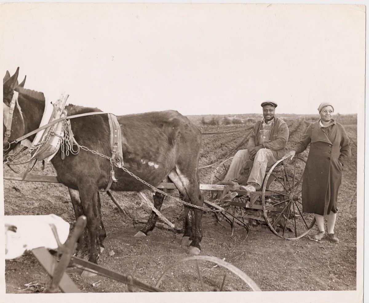 Doris Miller's parents 1942.jpg