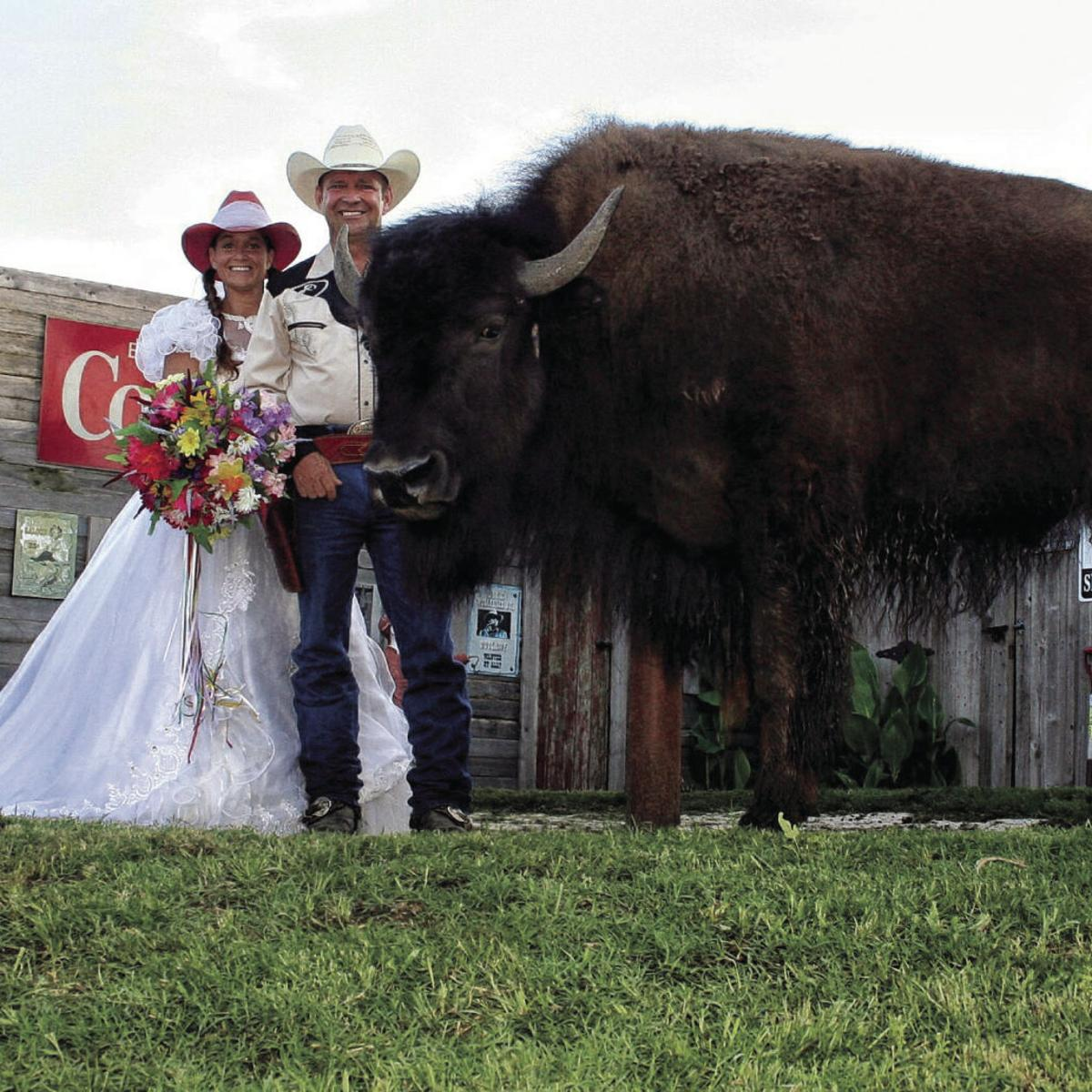 World S Largest House Pet Quinlan Couple Allows Domesticated