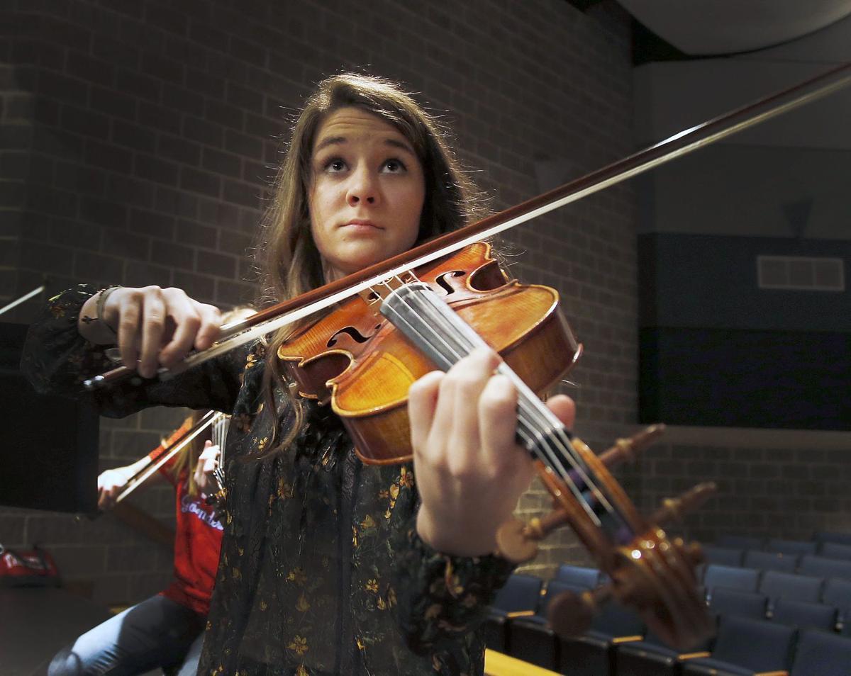 Violinist ra1
