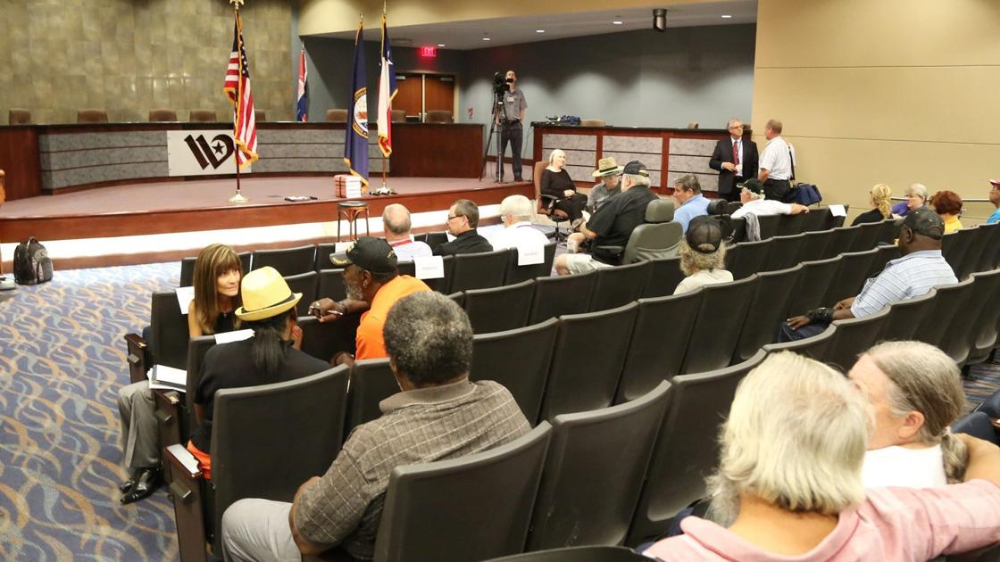 Frustrated veterans sound off at Waco VA office town hall
