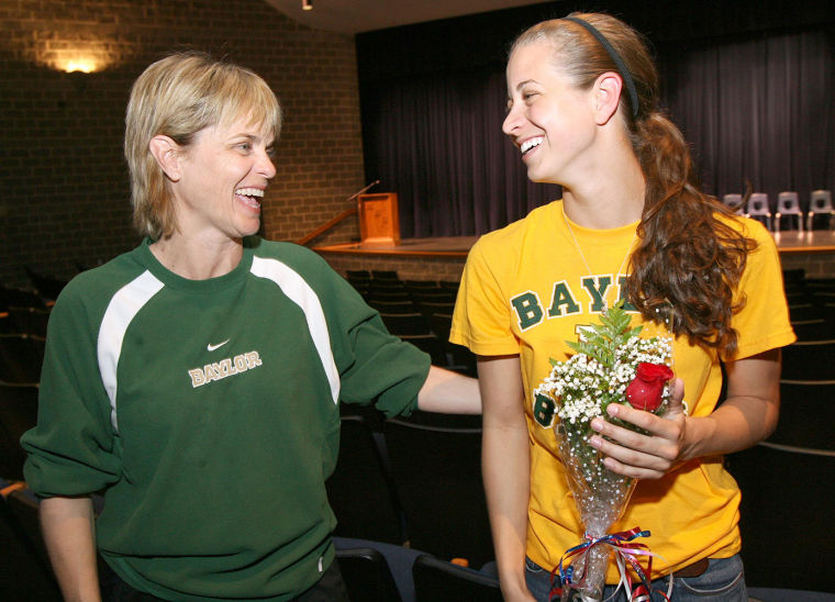 Midway basketball star signs to play for mom at Baylor