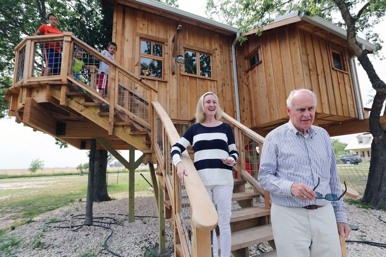 couples texas sized treehouse near mart opens new television series local wacotribcom