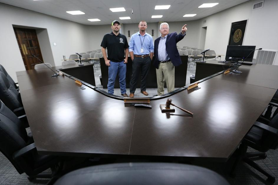 County commissioners to unveil remodeled meeting room Tuesday
