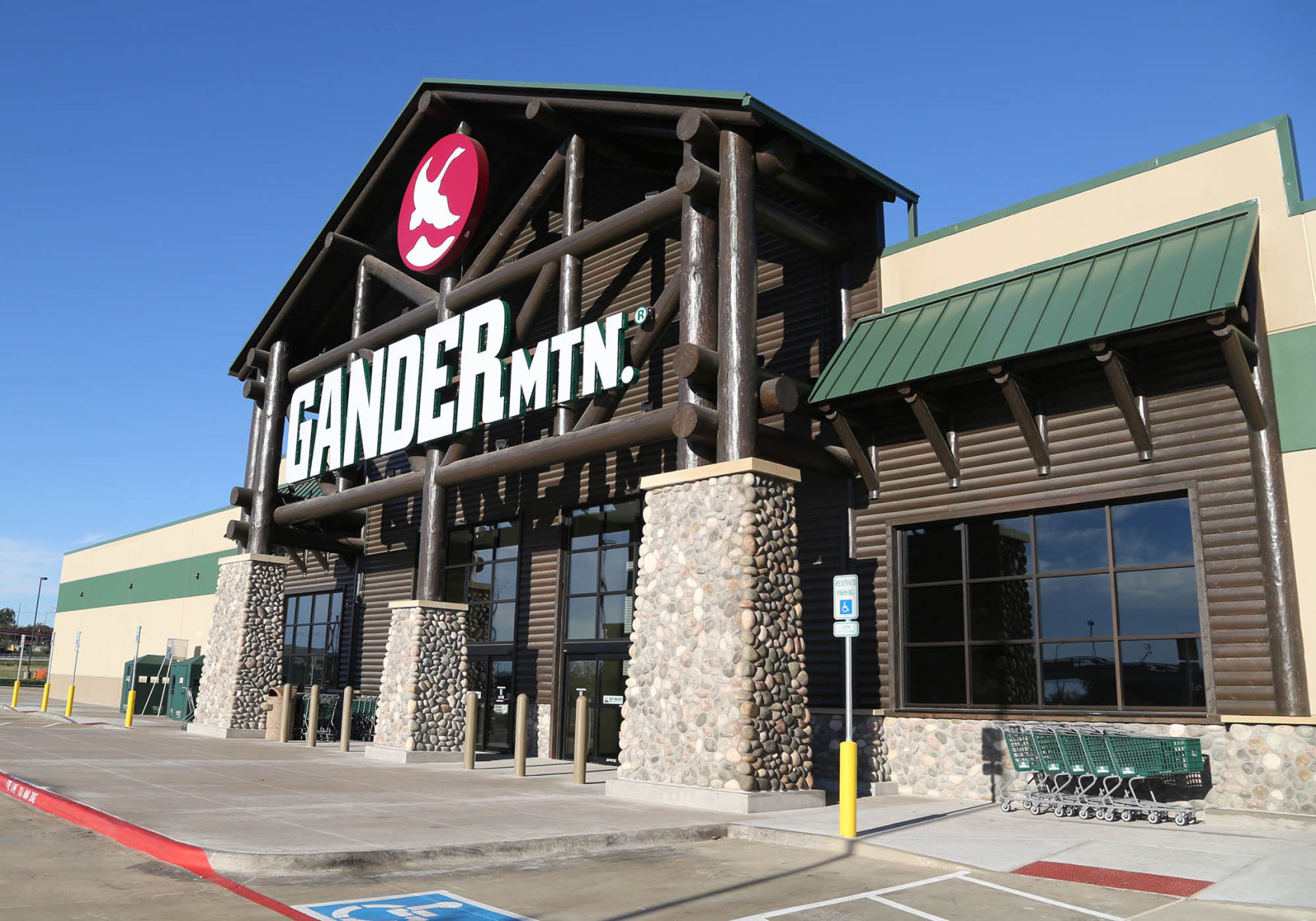 Former Gander Mountain building under contract to furniture chain ...