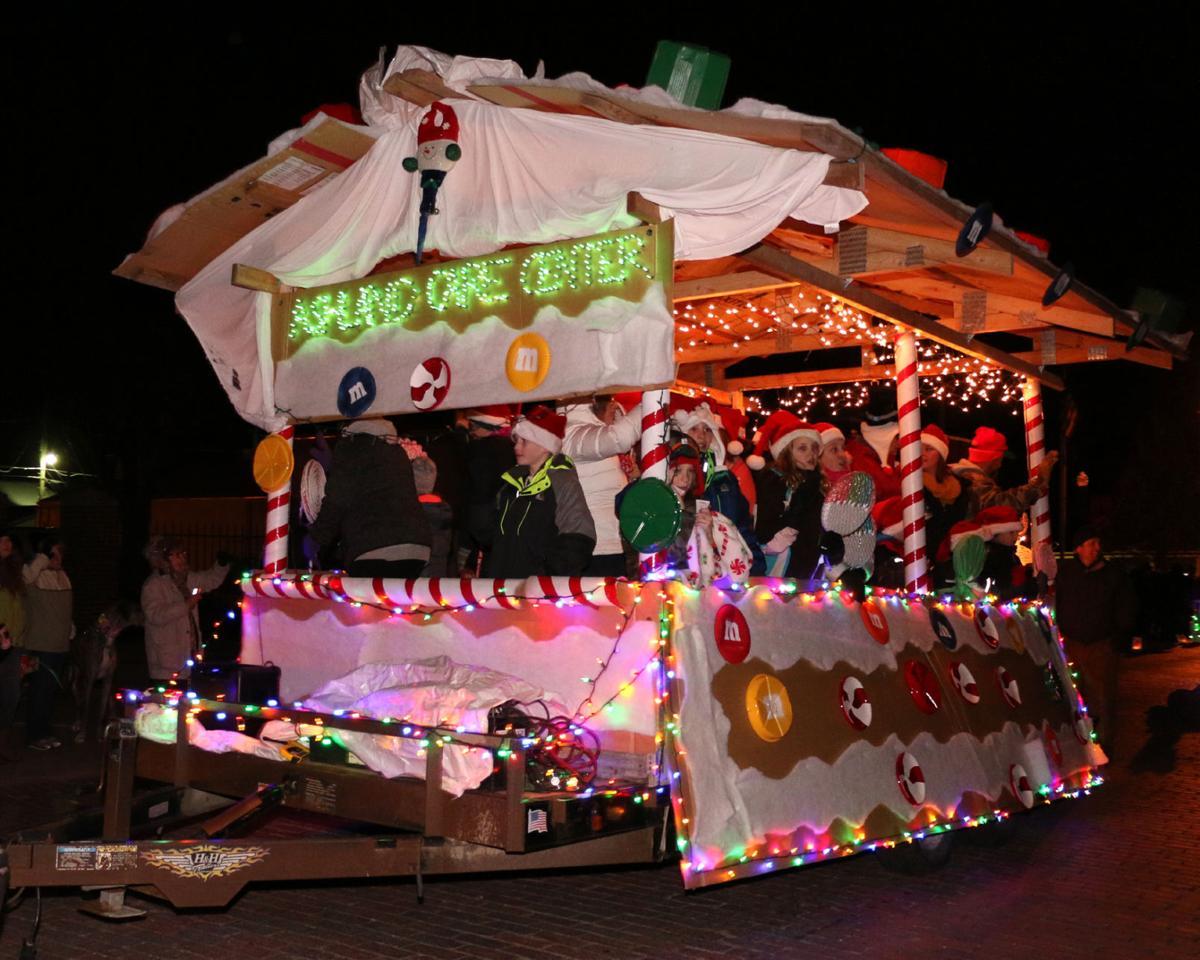 Ashland Christmas Parade 2019.Ashland Sparkles For Hometown Christmas News Wahoo