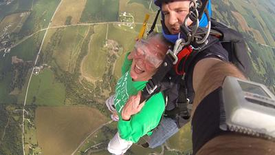 Skydiving Lincoln Ne >> Mead woman checks off jump from airplane | Local News ...
