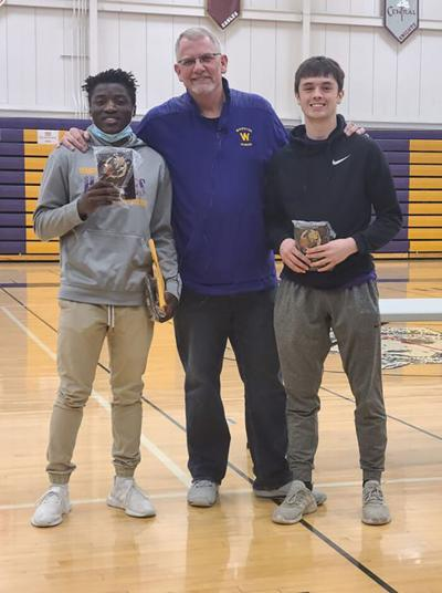 Huskies name boys basketball award winners