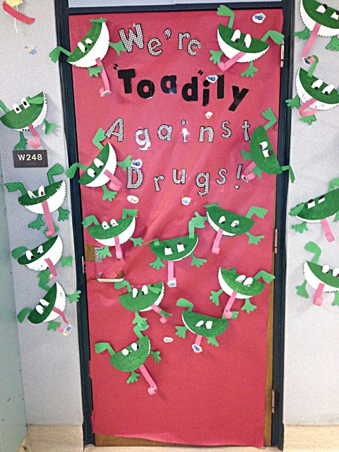 Wahpeton S Central Elementary Hold Door Decorating Contest