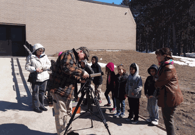 Keven Carr was a recent guest in the second-grade class of the Bug-O-Nay-Ge-Shig School.