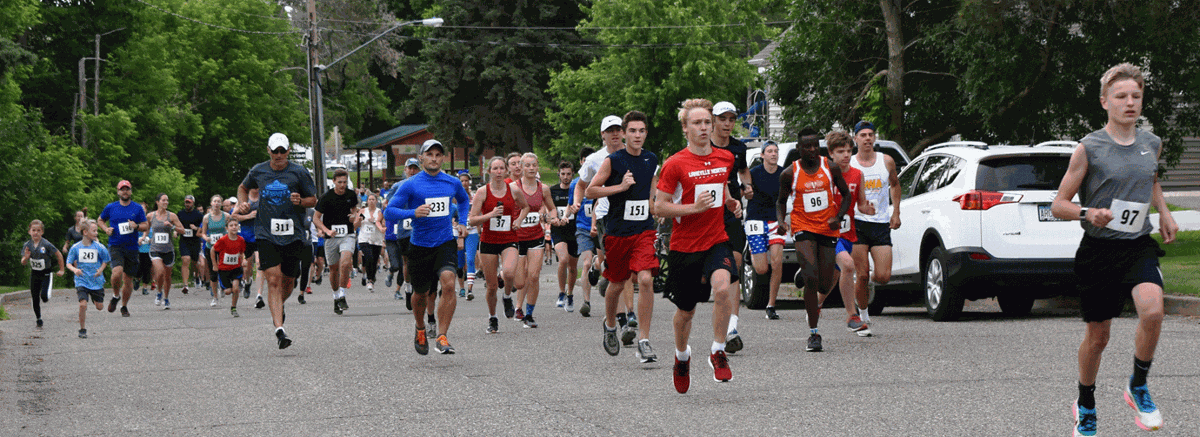 Runners at 5 and 10K start line.