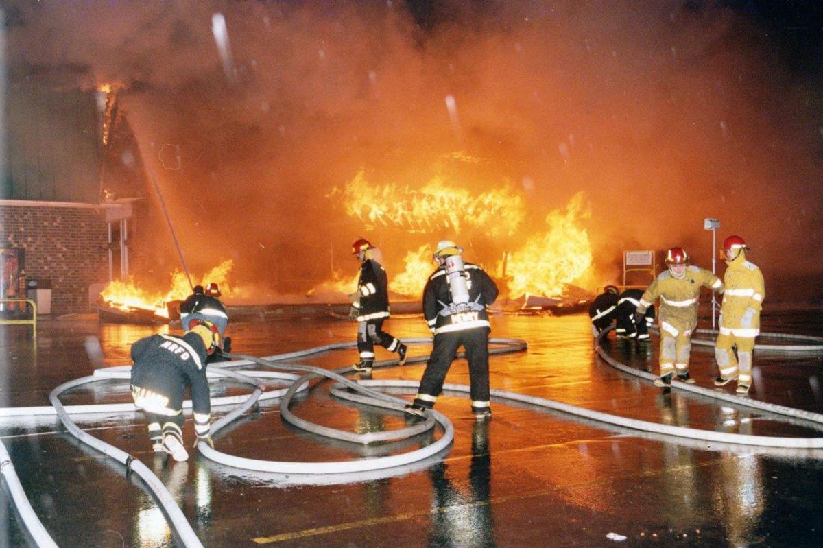 Lowes Foods fire 1999.jpg