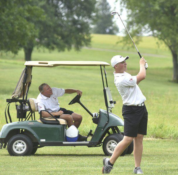 Area golfers end season at regional