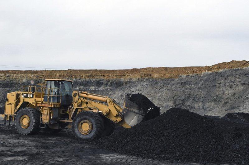 Trump takes coal proposal on tour