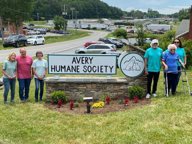 Avery Humane Society's new sign unveiled