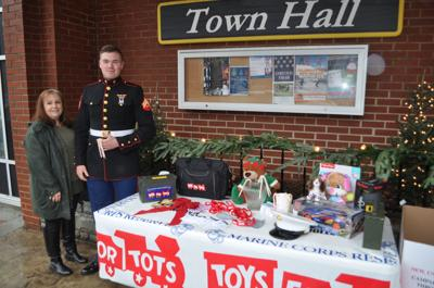 Toys For Tots Santa S Toy Box Seek Donations Entertainment