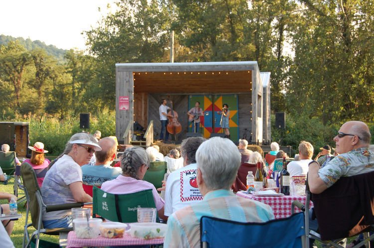 Live music in a relaxed mountain setting