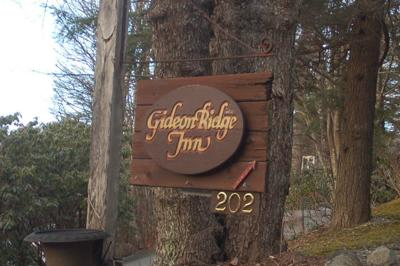 Gideon Ridge Inn sign
