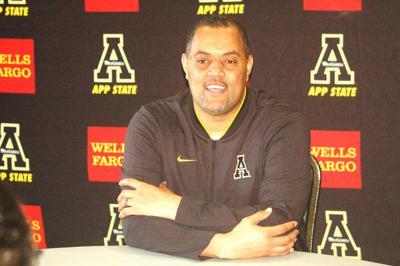 Anwar Stewart coaches App State defensive linemen