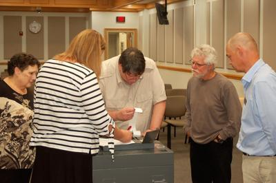 Elections Board examines a voting machine